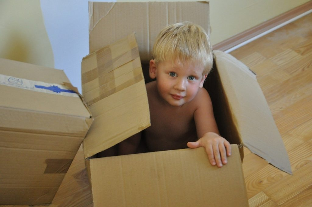 Moving Tips, kid in moving box